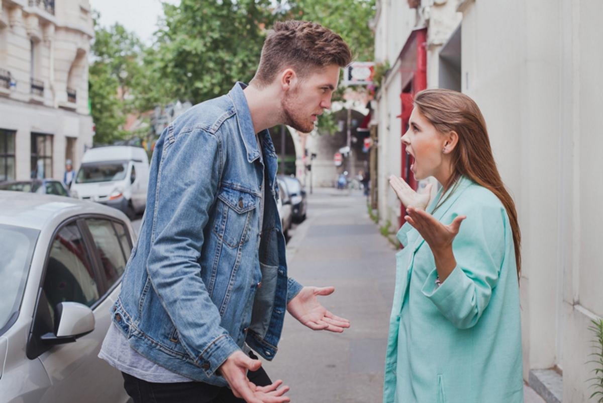 """""""Виж какво ме караш да правя"""". Този тип манипулатори могат да изпотрошат къщата и след това да кажат, че е заради вас. Не допускайте такова поведение. На всички се случва да подразним някого - но нормалната реакция е да го обсъдим, не да обвиняваме някого за действията си."""