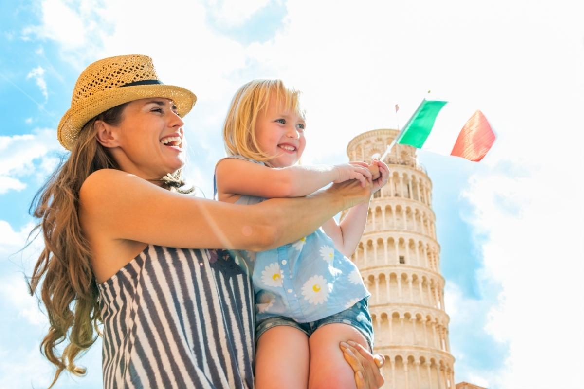 Италия: бъдещите майки разполагат с два месеца преди и три месеца след раждането. След това могат да използват още 10 месеца, но само 6 от тях са платени - на 60% от заплатата им.