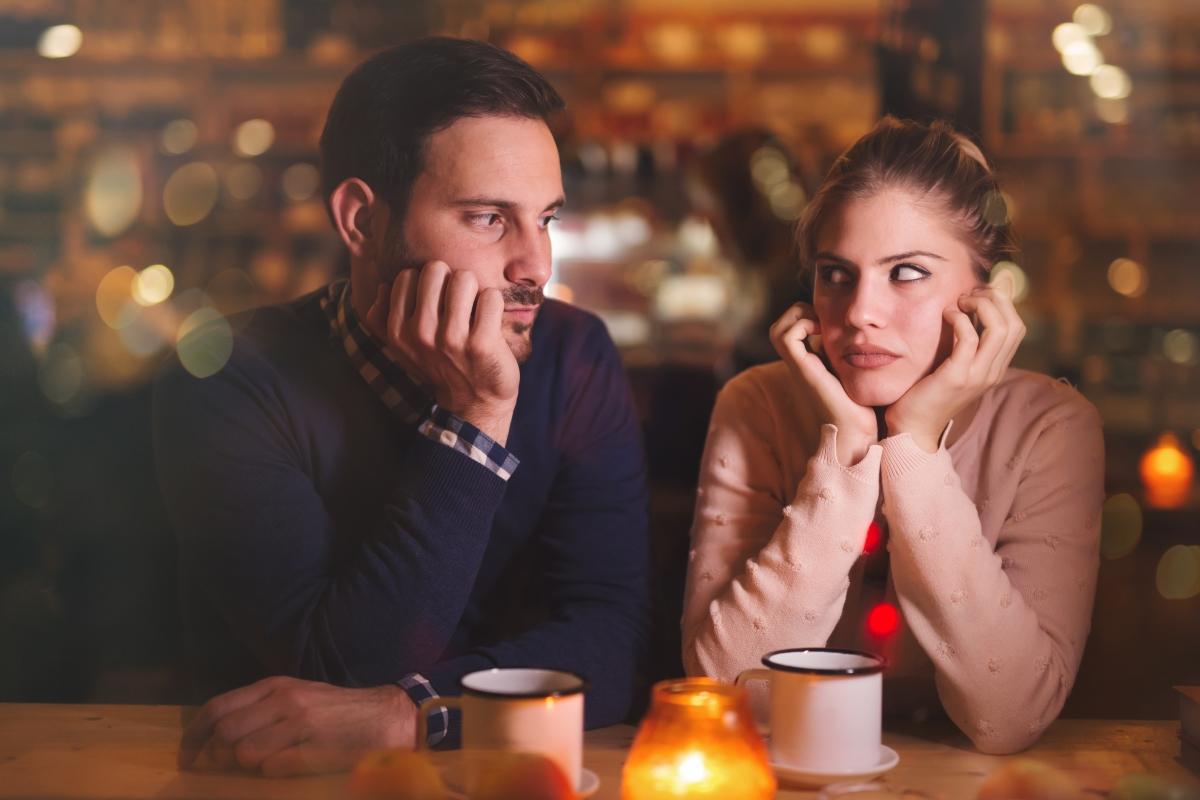 """""""Не ми се знаимава повече със срещи."""" Всички знаем колко е изтощително да влагаме време в това отново да срещнем някой подходящ. Но даваме ли си сметка колко време ще изгубим, докато сме с човек, с когото не сме щастливи? Кое е по-добре: да прекараме година с човек, с когото очевидно нямаме бъдеще или същата тази година да правим неща за себе си?"""
