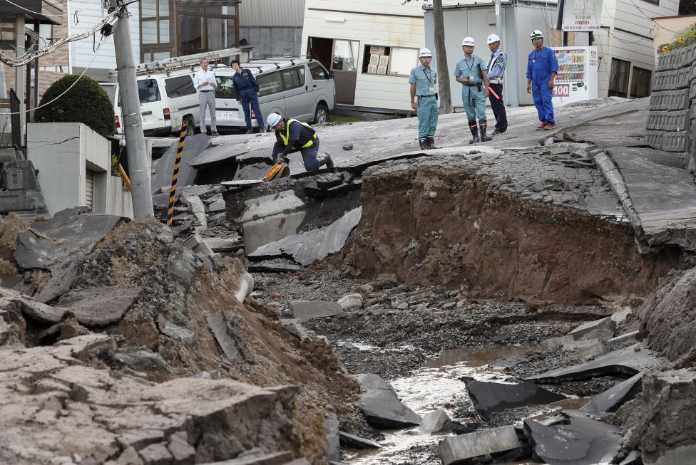 - Броят на жертвите на силното земетресение, ударило вчера японския остров Хокайдо, нарасна на осем, след като в развалините на къща в планинското...