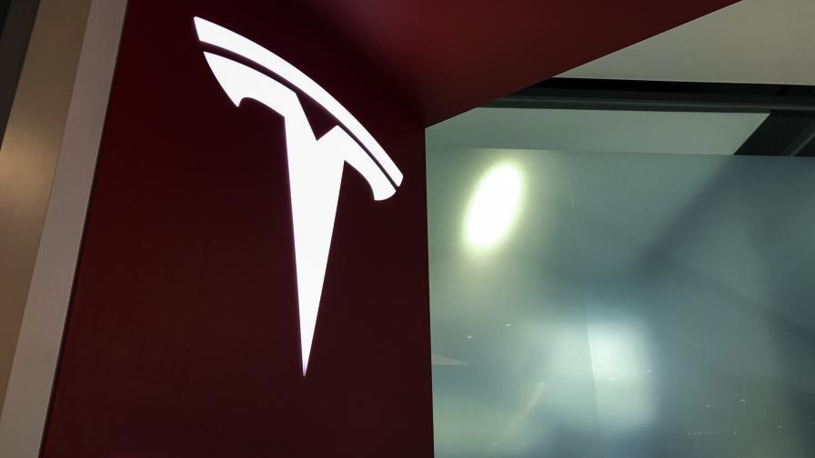 <p>&bdquo;Тесла&rdquo; губи милиард, Мъск сменя финансовия директор</p>