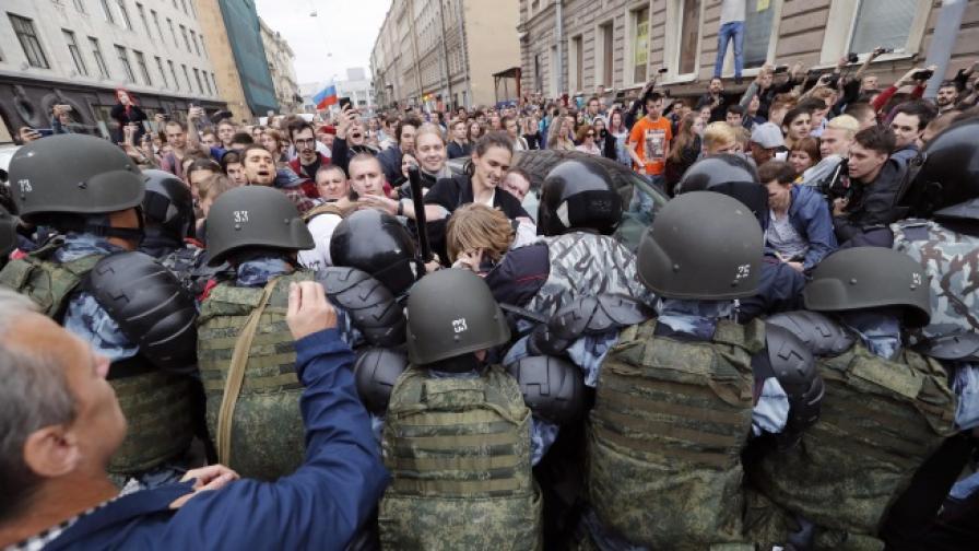 Избори в Русия: Протести и арестувани, комунистите водят на места