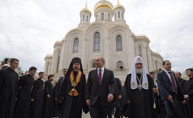 Москва заплашва да разцепи православния свят