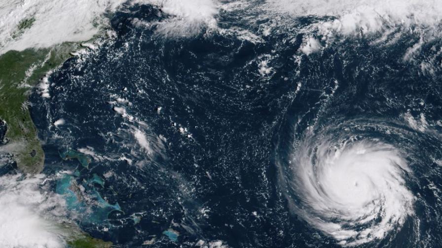 Десетки хиляди българи на пътя на чудовищния ураган