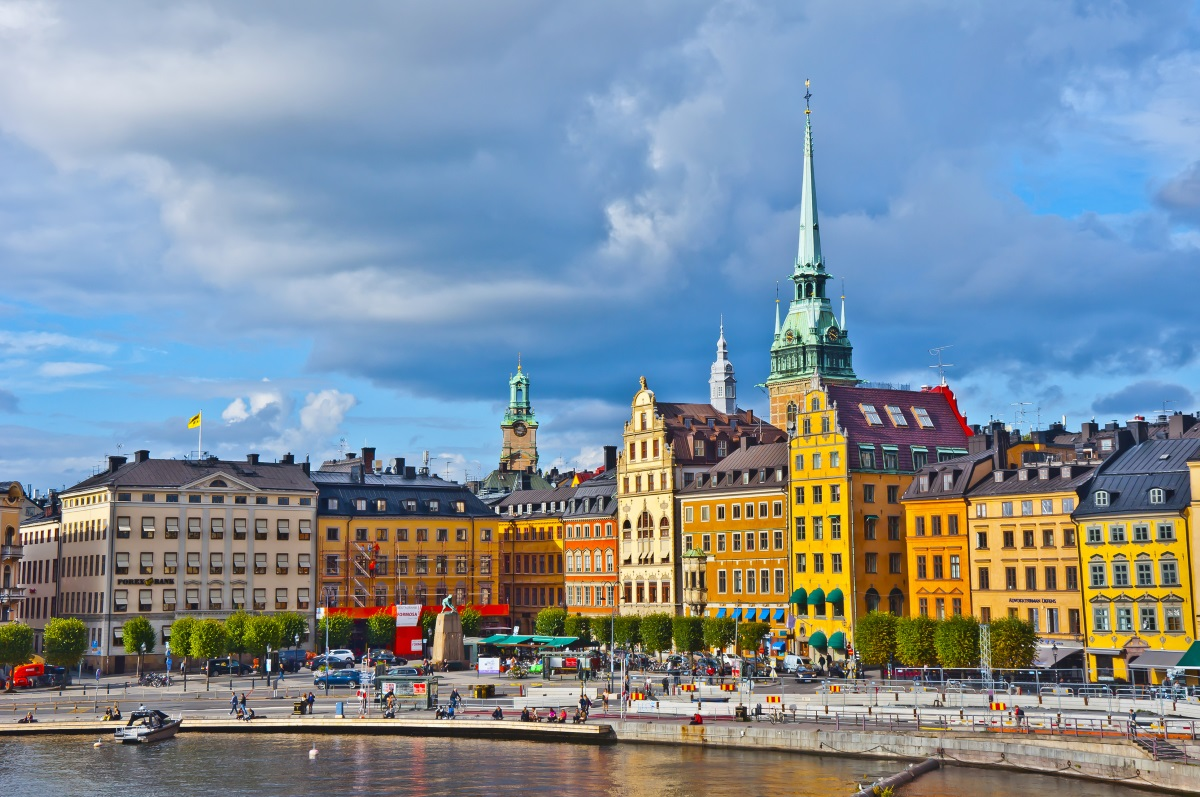 2. Швеция - Скандинавските страни като Швеция са страхотно място за трезвеници, споделя пътешественичката и фотограф наNational Geographic Лола Акинмейд.Не само защото напитките са доста скъпи в ресторантите и баровете, но и в Швеция, твърдият алкохол се продава единствено в контролирани от държавата магазини, наречениSystembolaget.