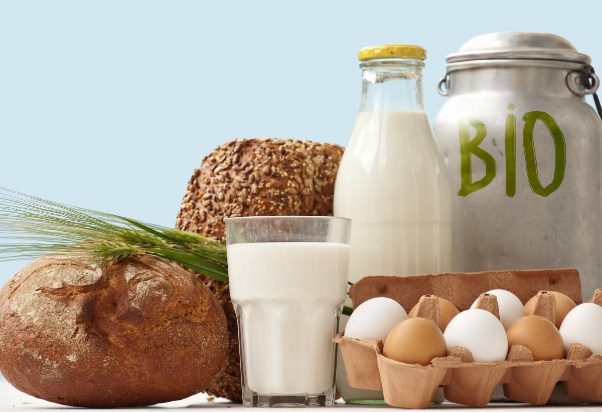 """Хвърляме се на щанда за био храни. Много е важно да четете етикетите. Защото не всичко на щанда """"био"""" е полезно. Следете за произхода на стоката - нямате гаранция, че в близост до плодовете, например няма друга територия, която е обработвана с пестициди."""