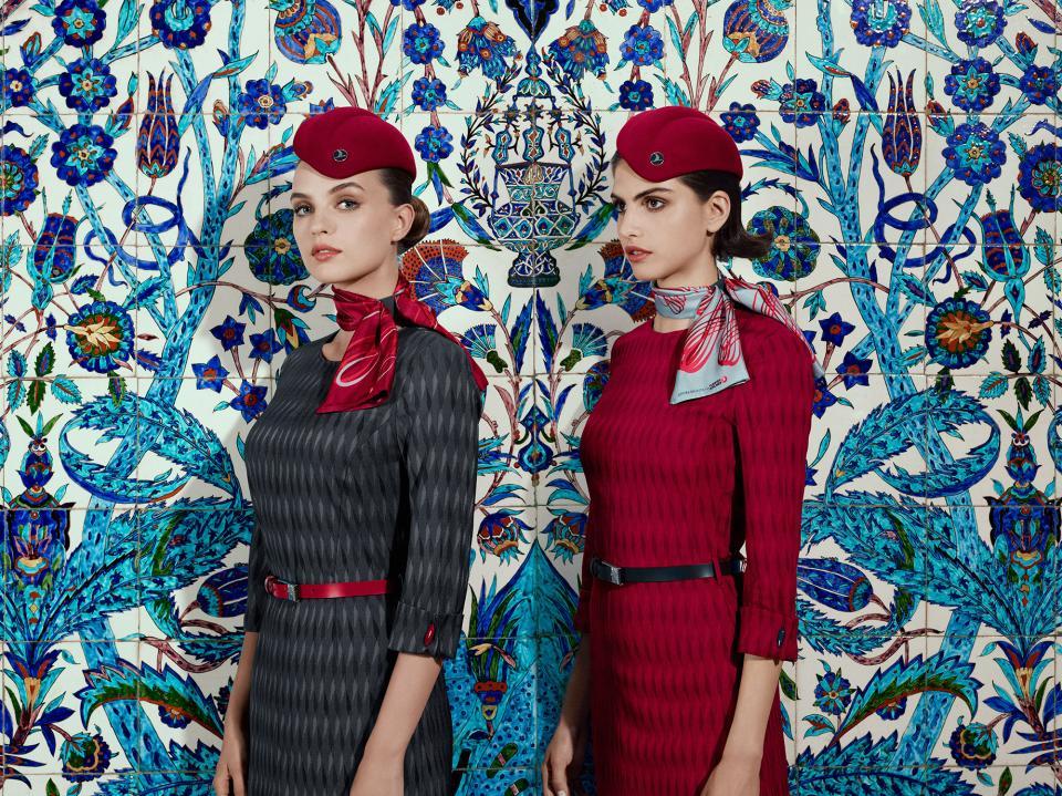 мода униформи стюардеси