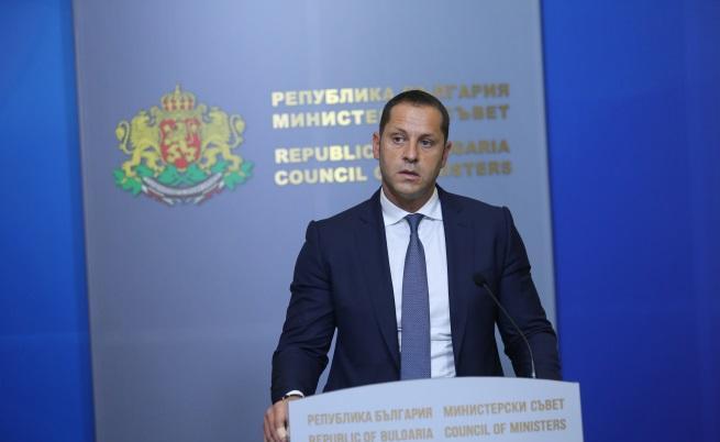 Александър Манолев няма да е министър, атакували го