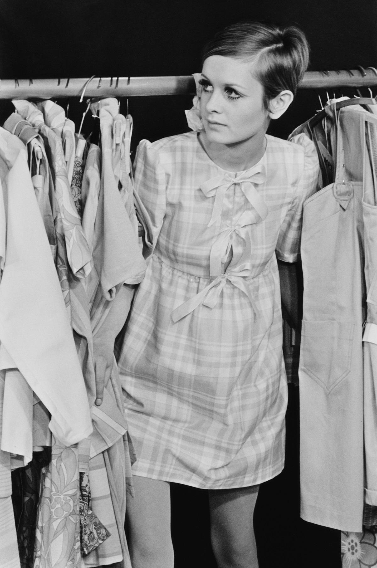 Модната икона на 60-те Туиги се ражда с името Лесли Хорнби. Впоследствие заради външсния си вид и слабо телосложение получава този псевдоним.