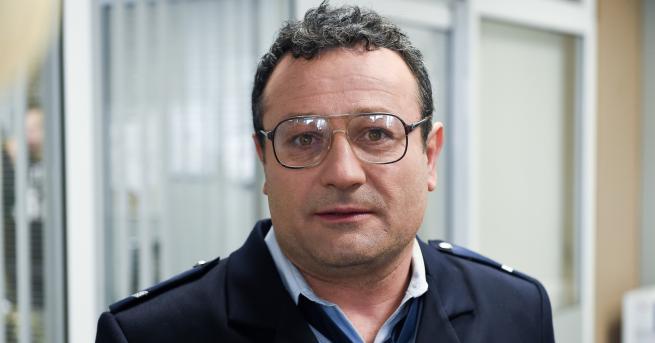"""Снимка: Близнак на Господинов се появява в """"Полицаите от края на града"""""""