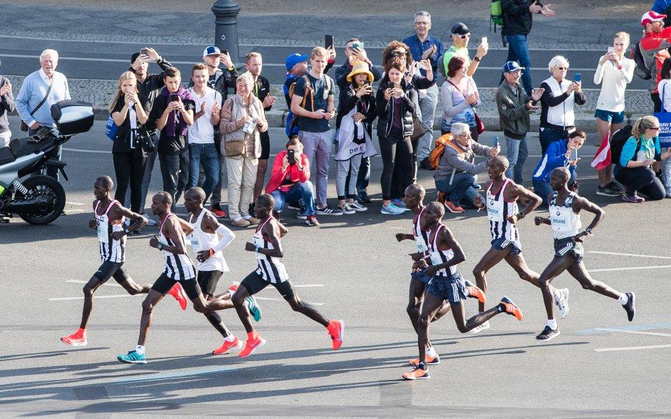 Кипчоге ликува в Берлин след нов световен рекорд