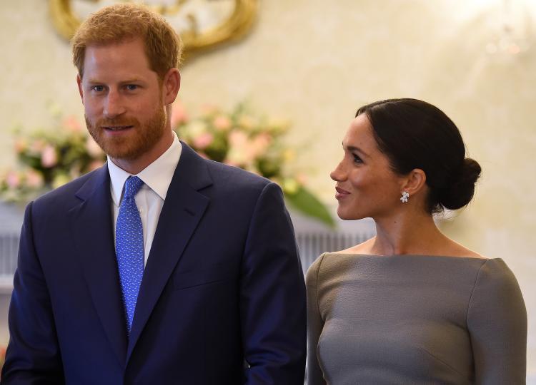 <p><strong>Албърт </strong>- това е името на пра-прадядото на Хари, Албърт Едуард Джон Спенсър. Албърт е и едно от средните имена на самия принц Хари. Лейди Даяна бе решила, че това име е твърде остаряло, когато е избирала имената на синовете си, но може би Хари и Меган ще се спрат именно на него.</p>  <p>&nbsp;</p>