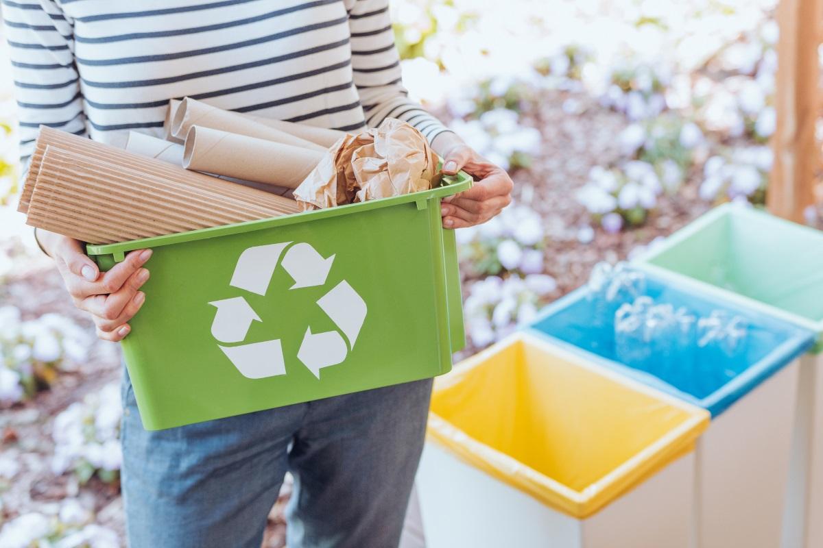 Неделята може и да ви се стори подходящ ден да изхвърлите отпадъците си, преназначени за рециклиране, но в Швейцария, ако го направите точно в този ден от седмицата, се изправяте пред нерадостната алтернатива или да влезете за два дни в затвора, или да платите солена глоба.<br />