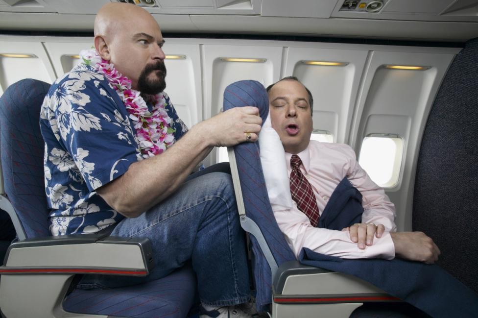 - Да, разбира се, че няма проблем да смъкнете седалката в автобуса или самолета, така че да си починете и да ви е удобно. Какво значение има човекът...