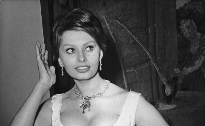 София Лорен и гърдите на Джейн Мейнсфилд - историята на една от легендарните снимки на XX в.