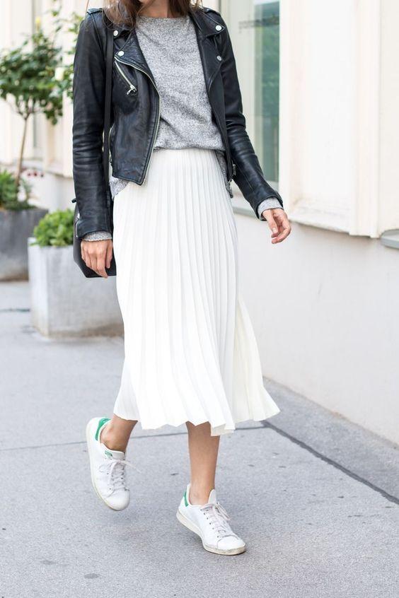 4. Плисетата - Падащи тежко, а в същото време веещи се ефирно, солей полите и роклите ще са тотален хит за есен 2018. Ваш е изборът за цвят и плътност на материята, но ако искате да изглежда луксозно облеклото ви, спрете се на елегантните черно и неутрални тонове като цяло.