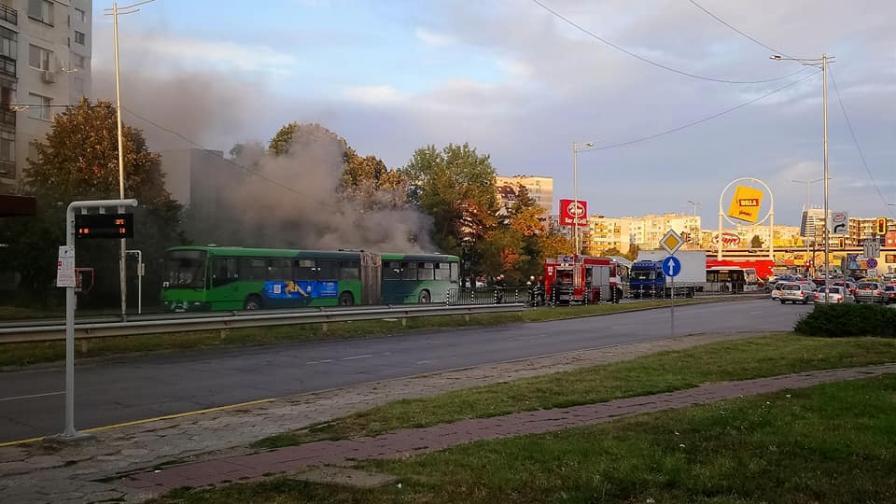 Автобус на градския транспорт в София се запалив движение