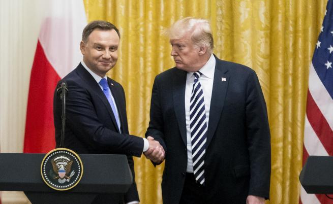 Снимката, която унижи цяла Полша заради Тръмп