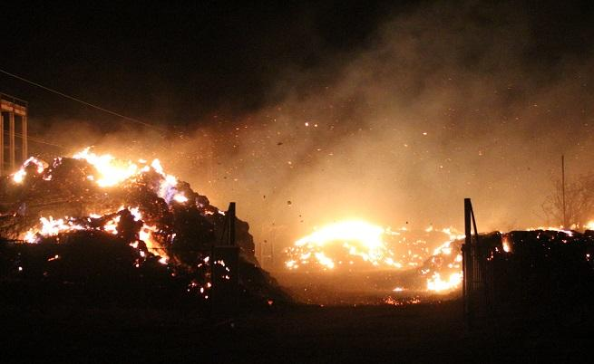 Голям пожар в ТЕЦ-Сливен, гасенето продължава