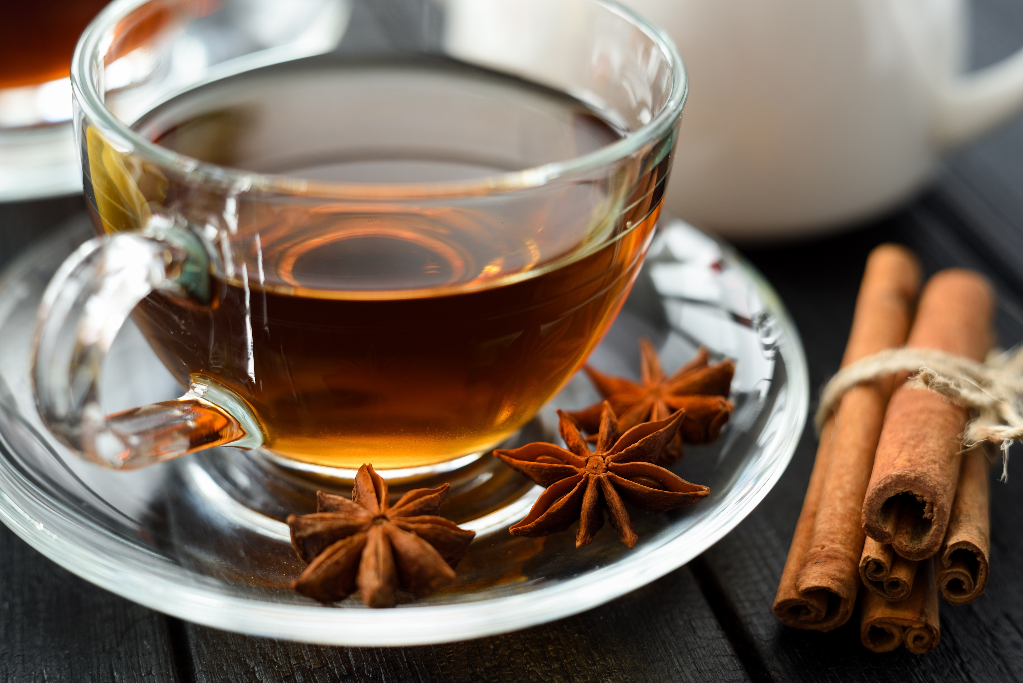 <p>Чай от анасон<br /> <br /> Анасонът има антибактериални и противогъбични свойства. Той действа като антивирусно средство и съдържа антиоксиданти, които могат да помогнат за повишаване на имунната система.</p>