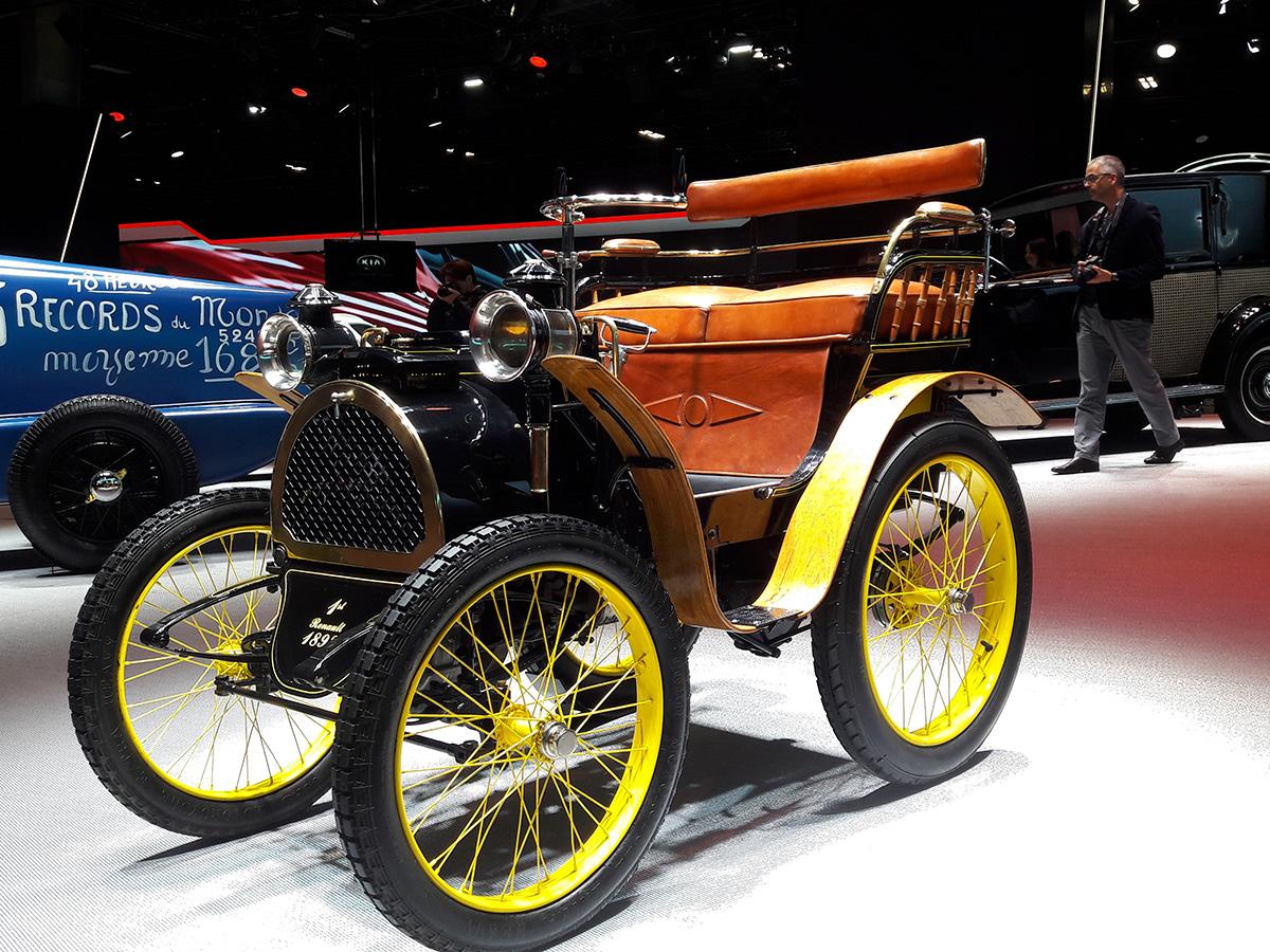 Изложението в Порт дьо Версай празнува своята 120-годишнина. Отсъствието на 16 автомобилни марки помрачава празненствата по случай юбилея, но красотите в залите на изложението бяха достатъчни. Вижте част от тях.