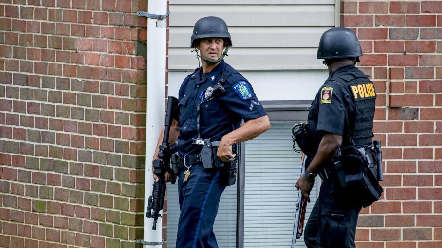 Драма с дете заложник, 7 простреляни полицаи в САЩ