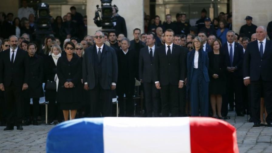 Франция си взе последно сбогом с Шарл Азнавур