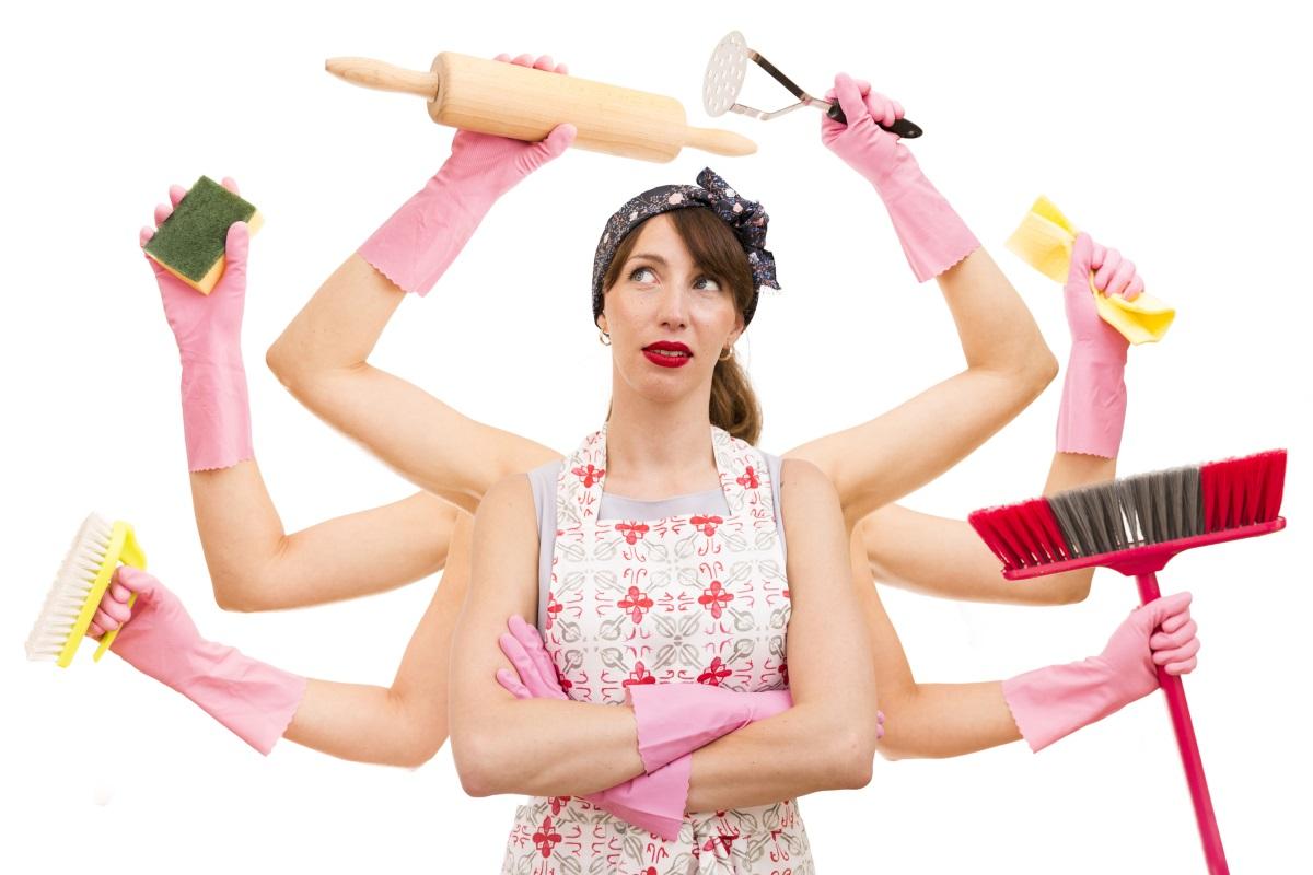 Дева - всъщност Девите са ненадминати в чистенето, но само когато го поискат. Истински кокетки от класа, те никога не биха пренебрегнали себе си заради баналното готвене и почистване. Да, те обичат да са перфектни във всичко, но просто ще отлагат тази работа до последния възможен момент.