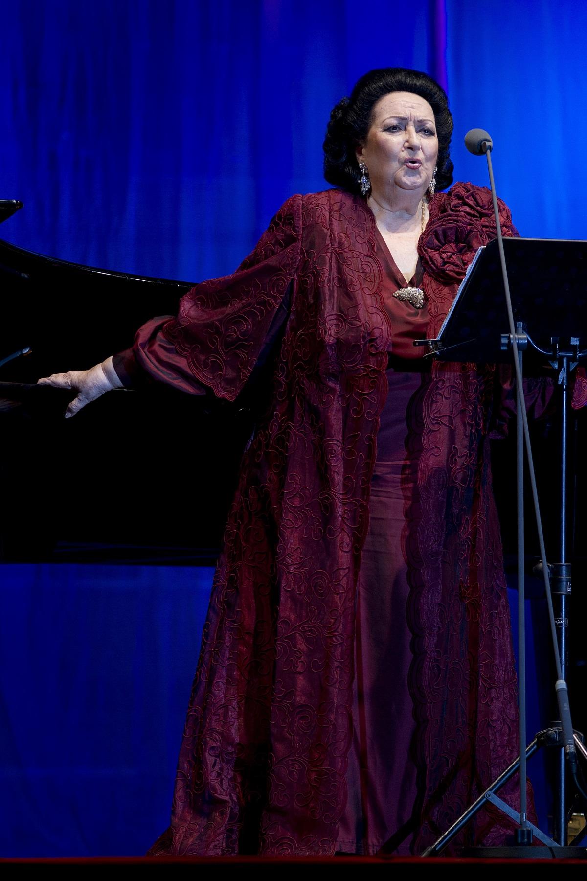 """Монсерат Кабайе (1933-2018). Звездната слава на Кабайе изгрява през 1965 г. с ролята на Лукреция Борджия в операта на Доницети в известния """"Карнеги хол"""" в Ню Йорк, след като излиза на сцената като заместничка на болна своя колежка. По време на 50-годишната си кариера тя е гастролирала в операта """"Метрополитън"""", в държавната опера на Виена и е пяла до известни тенори като Пласидо Доминго, Лучано Павароти, Алфредо Краус."""