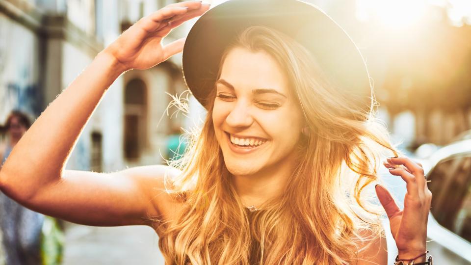 усмивка жена
