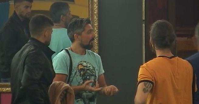 Снимка: Oпит за барикада в Къщата на VIP Brother
