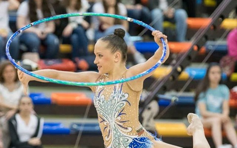 Татяна Воложанина в позиция за олимпийски финал в художествената гимнастика