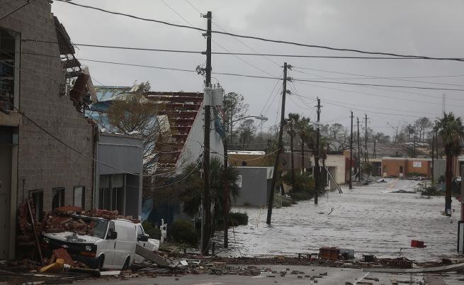 Най-мощният ураган от четвърт век удари Флорида, взе жертва