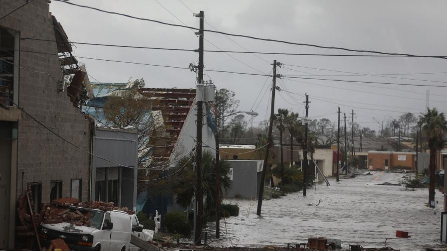 <p>Най-мощният ураган от четвърт век удари Флорида</p>