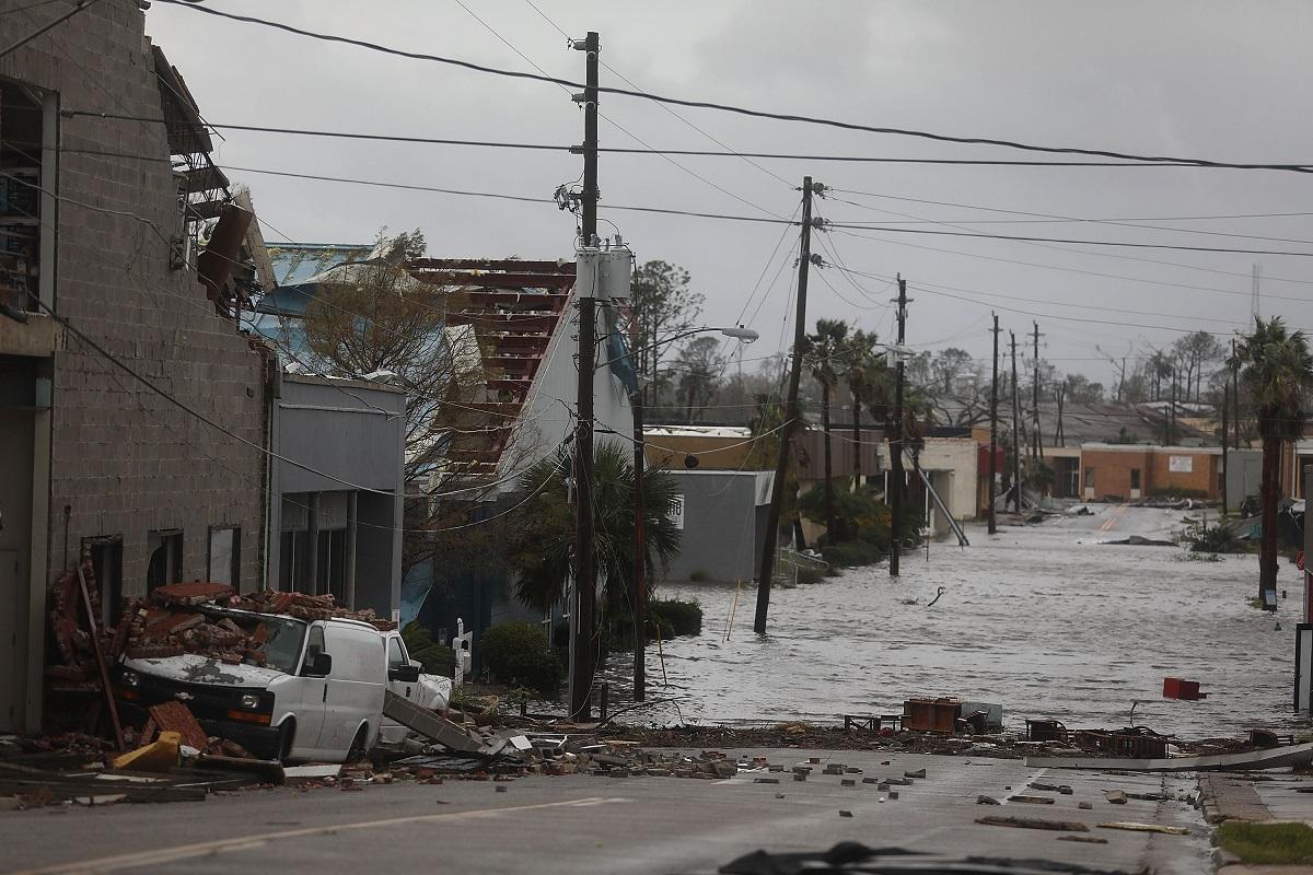 Това е най-мощната буря, която удря югоизточното крайбрежие на САЩ за повече от век