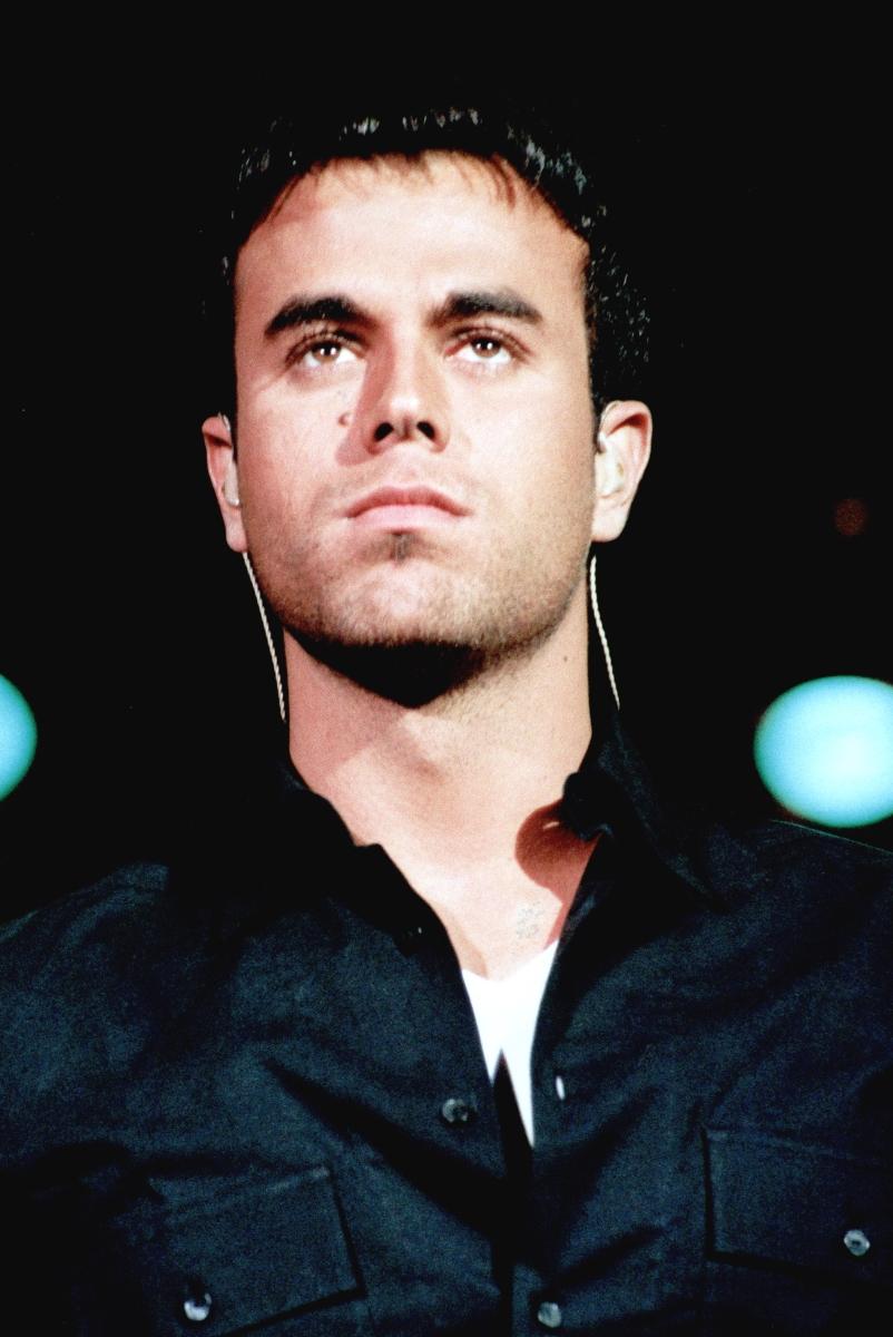 Енрике Иглесиас е сред водещите фигури в испаноезичната музика. Негов баща е Хулио Иглесиас, който също е сред най-популярните певци. В началото на кариерата си Иглесиас - син бързо става любимец на тийнейджърките със своето излъчване.