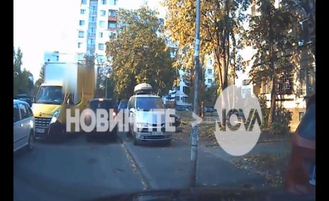 Пак агресия на пътя: Шофьор използва юмруци срещу друг