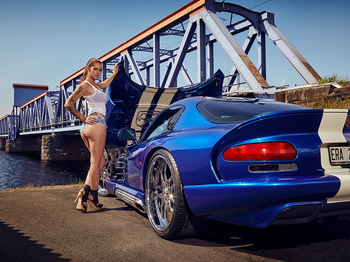 Ноември, Dodge Viper GTS