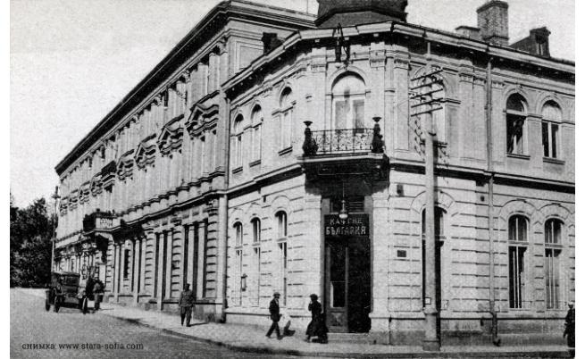 """Кафене """"България"""" е литературният законодател в следосвобожденска България"""