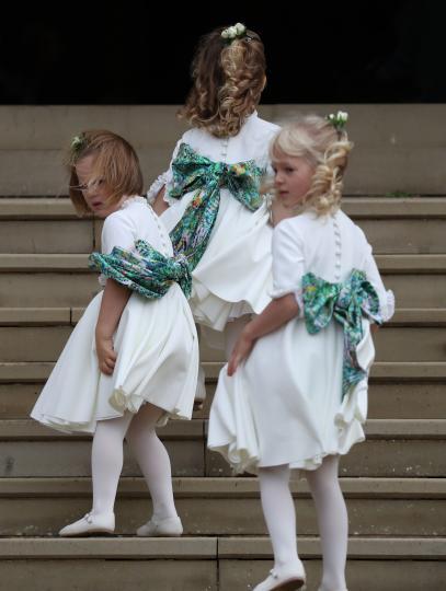 <p>Малките шафери на сватбата на принцеса Юджийн отново приковаха вниманието на всички към себе си. И предизвикаха широки усмивки.</p>