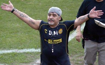 Когато си Марадона: Дон Диего вдигна телефона по време на важен мач