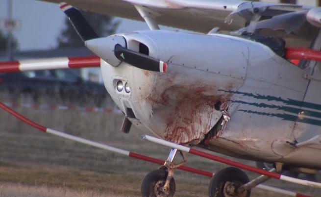 Самолет падна върху хора в Германия, има жертви (видео)