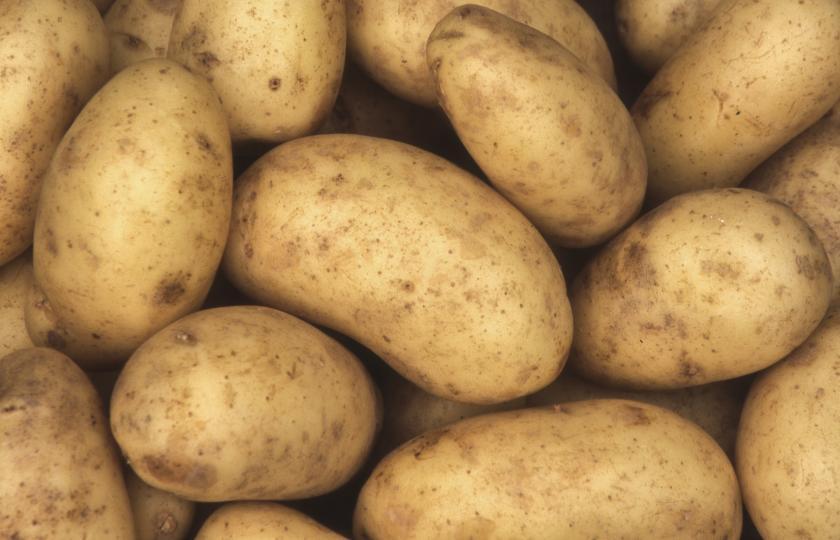 <p><strong>Картофи</strong></p>  <p>Благодарение на своите стягащи свойства, картофите помагат за свиване на тъканите и намаляване на раздразнението при ечемик на окото.<br /> Увийте в тензух един среден картоф, който предварително сте настъргали. Наложете засегнатия участък 5-10 минути с този &nbsp;компрес.</p>