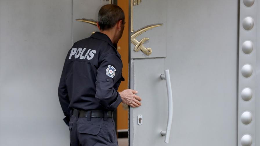 Полицай пред саудитското консулсво в Истанбул
