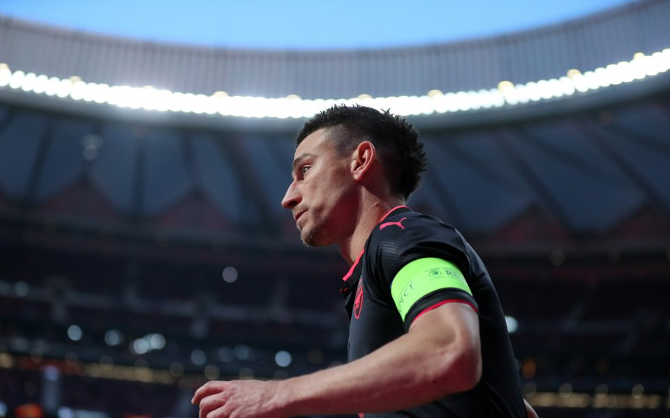 Ръководството на Арсенал се опитва да намери помирение с капитана