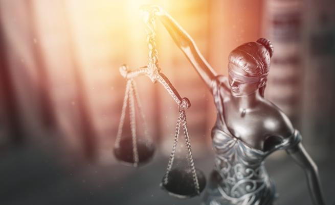 Осъдиха ученик от Варна, убил баща си, за да защити себе си и майка си