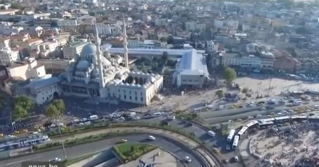 Снимка: Българи заляха Турция - три пъти по-евтино