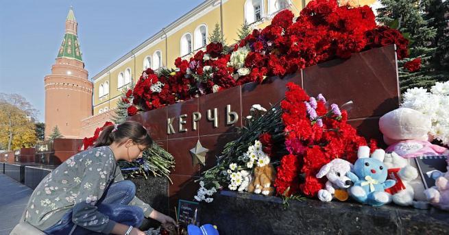 В 12.00 часа започна погребението на загиналите при въоръженото нападение