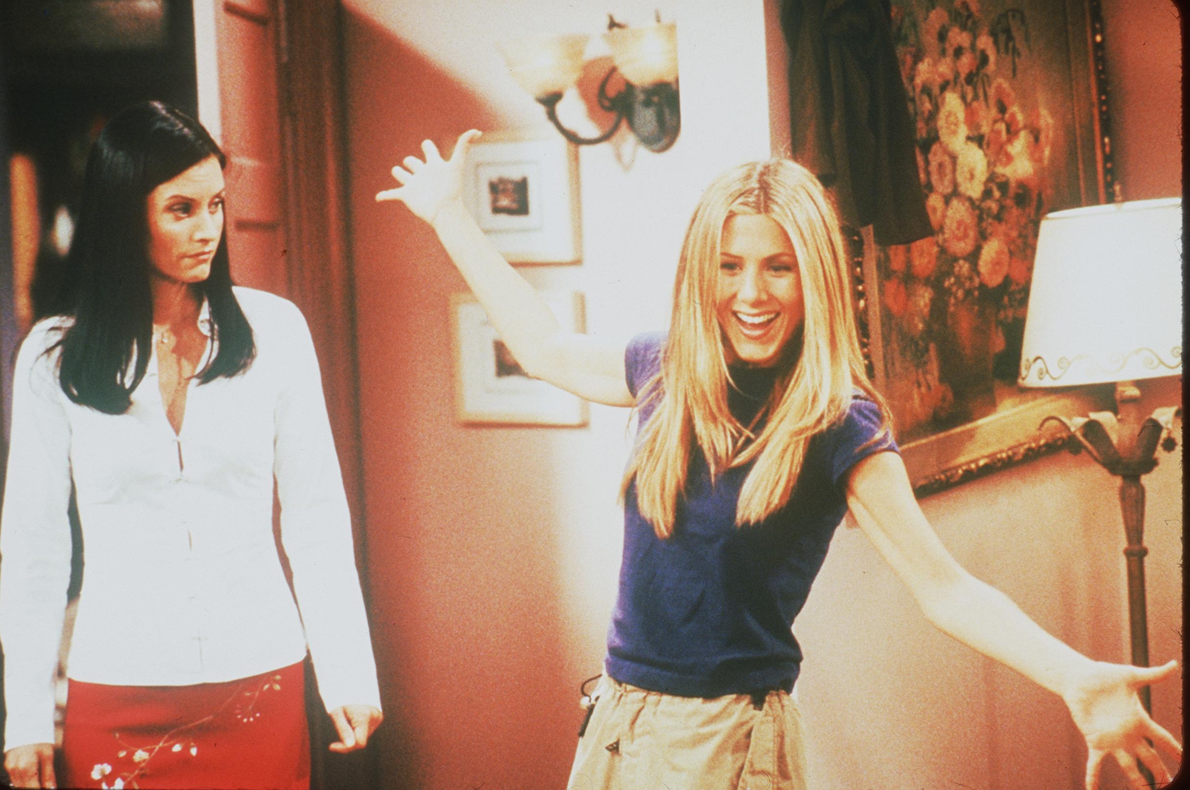 <p>Дженифър Анистън и противоречивият ѝ личен живот - Джен беше омъжена за Брад Пит, докато снимаше &quot;Приятели&quot; и всички знаем много добре как завърши тази любов, за която се говори и до днес. Повечето хора са убедени, че Брад я е напуснал, след като се е запознал с Анджелина Джоли по време на снимките на &quot;Мистър и мисис Смит&quot;, а призракът на тази връзка продължава да преследва Анистън, а на нея ѝ се налага да обяснява в почти всяко свое интервю, че всичко това е останало отдавна в миналото и ѝ се иска хората да говорят за работата ѝ, а не за личния живот.</p>