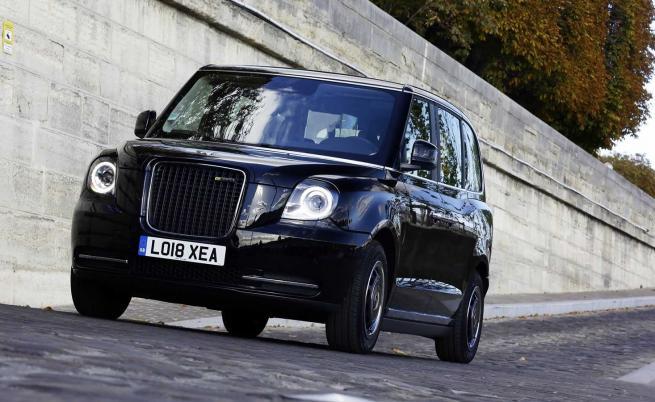 В Париж тръгват електрически британски таксита